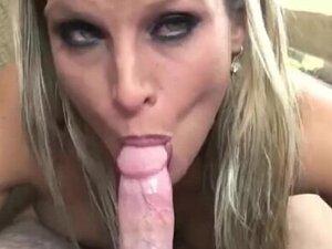 Curvy housewife Skylar Rae goes down on some dick