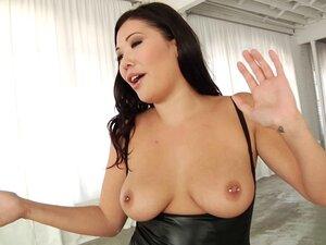 Curvy Asian porn star London Keyes enjoys a DP in