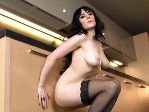 Samantha Bentley rubs her hairless snatch on the