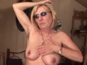 Kinky mature in glasses working her old cunt from