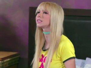 Teen Kenzie Reeves licks her pussy by her stepmom