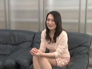Japanese MILF gets a sex at the interview