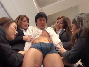 Curvy bimbo in nylon pantyhose awarding her guy