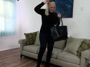 American milf Anna Moore needs getting off in