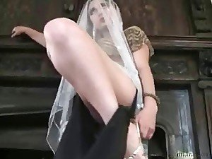 A naughty Turkish wife drives her feet loving