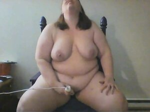 Delicious chubby bimbo is not afraid to use a