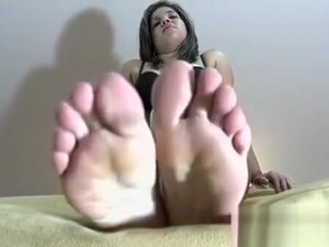 Sexy girl grinds one-eyed monster and gets her