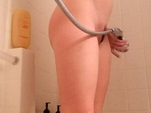 Hot brunette babe Samantha Bentley solo shower