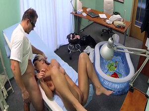 Bogus doctor crempie busty pregnant patient