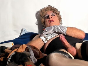 sexyputa transvestite want you lick my cum