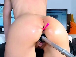 Amateur camgirl gets fucking by fuckmachine on