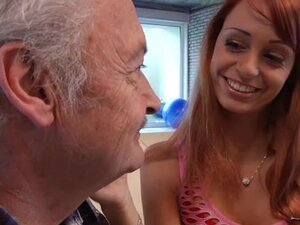 Porn casting for an amateur old man fucking young