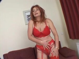 Stylish redheaded mother i'd like to fuck,