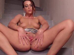 Nasty czech nympho spreads her narrowed cunt to