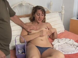 Cute and cuddly MILF enjoys her sexy body being