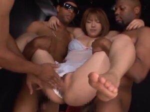 Sexy Japanese babe Shiori Kamisaki enjoys foursome