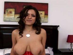 Yurizan Beltran in Came alone Video