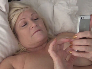 UK GILF Lacey Starr stuffed by two huge cocks in