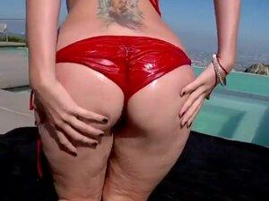 Watch hot gorgeous woman Courtney Cummz is