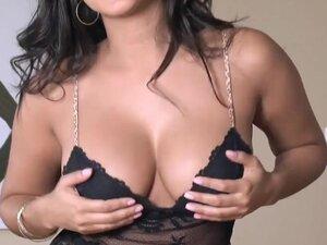 Twistys - Dark And Dangerous - Sunny Leone