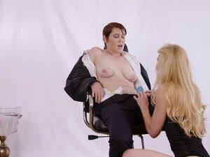 Hot lesbians Lily Cade and Kayden Kross enjoy a