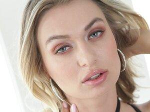Two lucky guys talk hot Natalia Starr into fucking