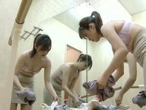 Hot gal gets nude body shot on changing room