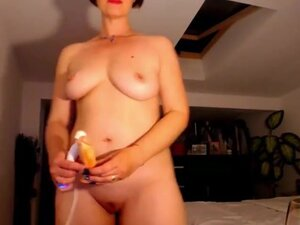 Lindachamberrs squirts on cam, A Romanian milf