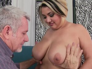 BBW Sinful Samia likes to fuck with a friend until