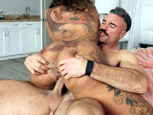 Inked Halle Hayes shakes her ass on Charles Dera's