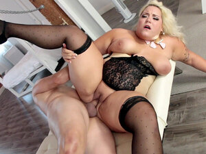 Plus-size blonde Jade Rose gets her fat pussy