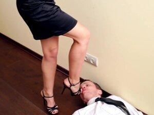 Under-Feet Video: Linda