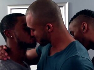 Interracial gay threeway with jerking climax