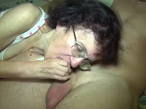 Threesome, mature mom and young girl