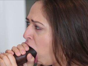 Sarah do her neighbor a blowjob