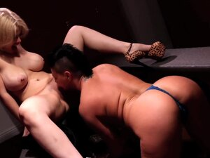 Lady wrestlers fuck each other in the locker room