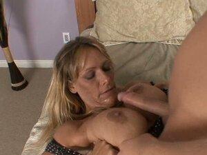 Horny mommy Debi Diamond wants to have sexy fun