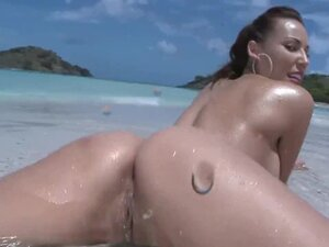 Delicious pussy on the beach