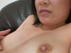 Spoiled Japanese milf Minori Nagakawa loves