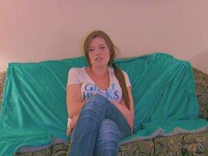 Margot - Interview Movie, Margo is barefoot in