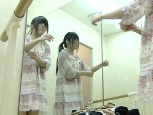 Teen performs the real nude show in dressing room