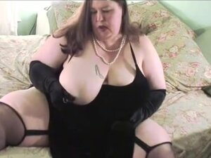 Sexy Ssbbw Plays And Tit Fucks A Big White Dong