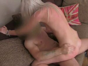 Blonde amateur gets fuckedand pussy creampie on