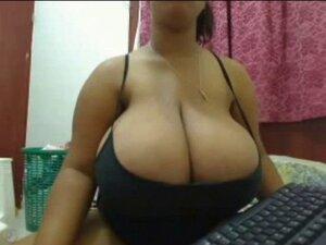 Ebony with big breast on Webacam