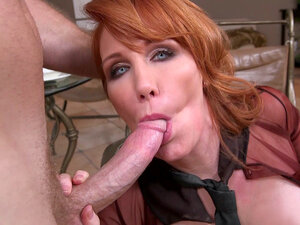 Horny mom Freya Fantasia wraps her mouth around