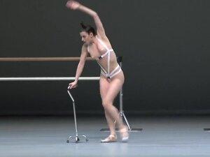 Naked on Stage-101 N1,