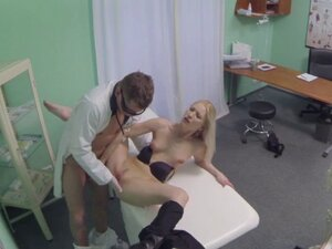 FakeHospital horny doctor gives sexy slim blonde