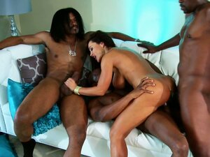 Epic milf Lisa Ann goes for double penetration and