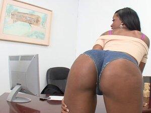 Ghetto booty bounces on a white dick as the slut