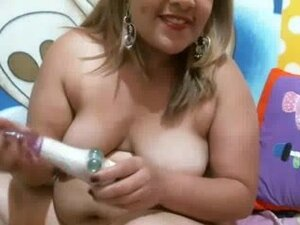 BBW Colombian plays toys on the webcam